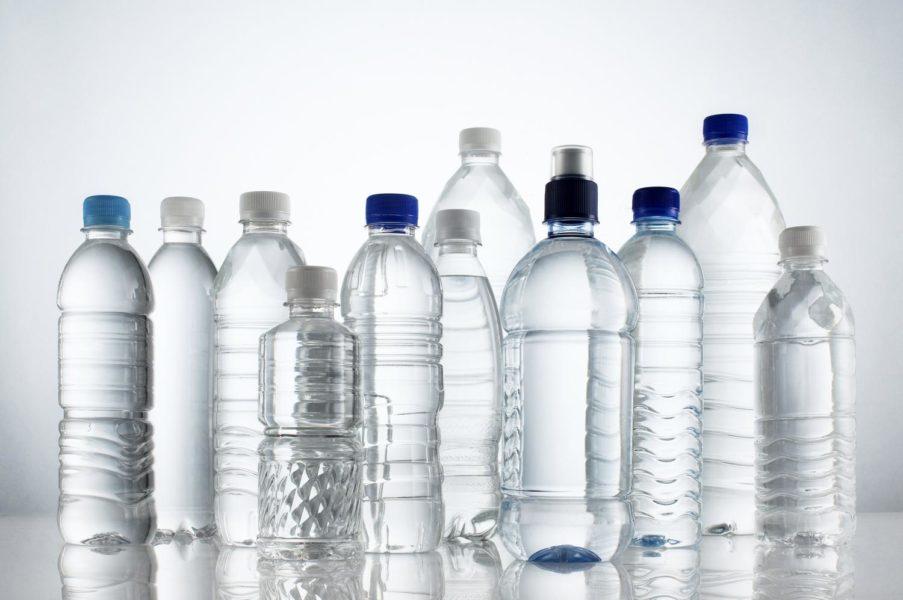 Eliminare le bottiglie di plastica